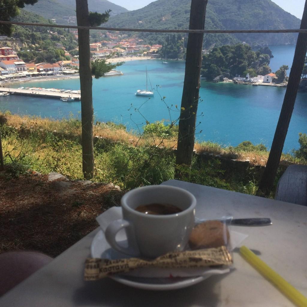 после утомительного восхождения на крепость мы были приятно удивлены кафе, расположенному на высоте прямо рядом с руинами