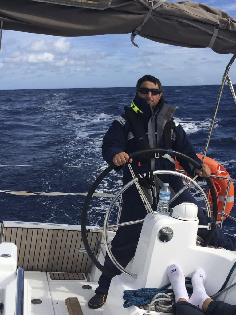 Олег - наш самый надежный рулевой. Когда лодка  в его руках, нам не страшны ни крен ни брочинги )