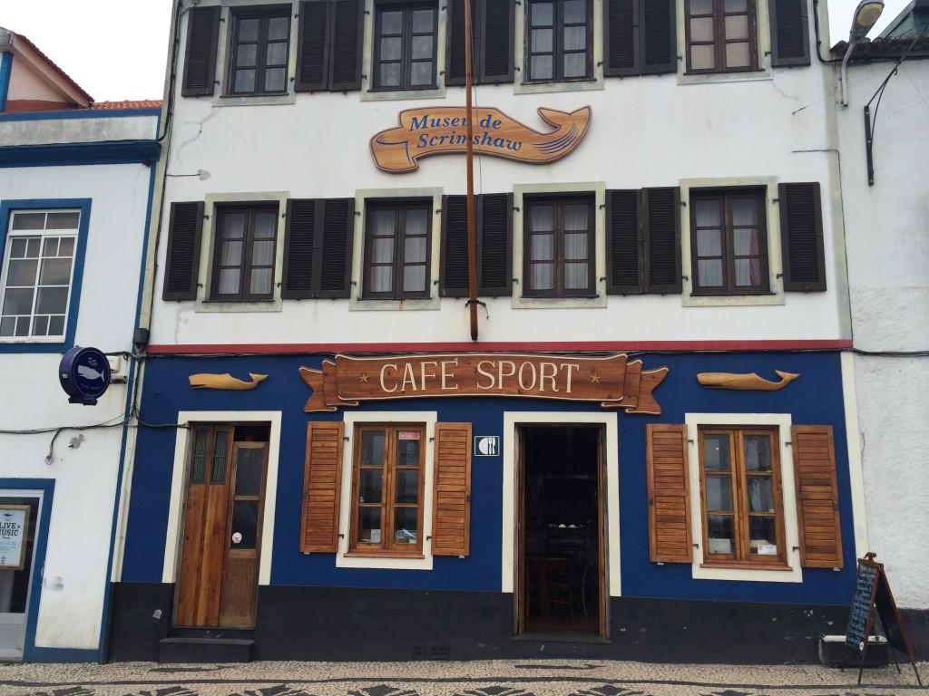 Знаменитое Cafe Sport, в котором встречаются яхтсмены со всего мира, пересекающие Алтантику