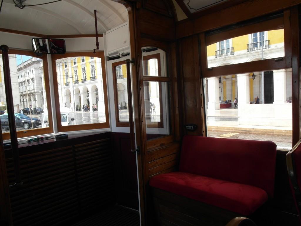 конечно, мы прокатились на знаменитом лиссабонском трамвае