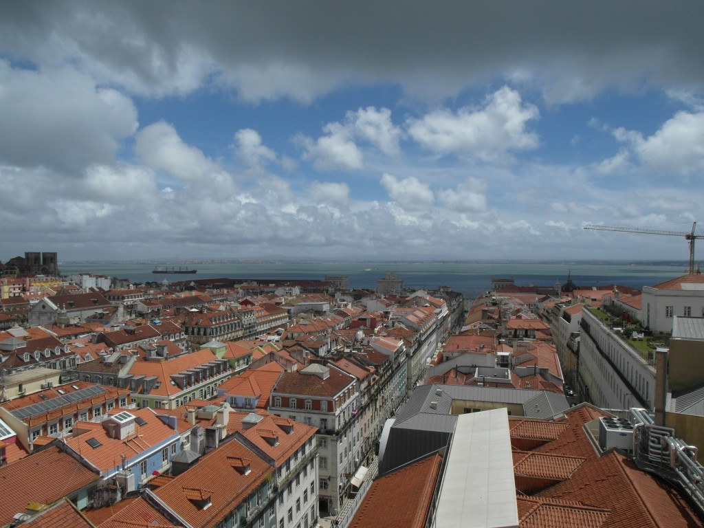 черепичные крыши Лиссабона