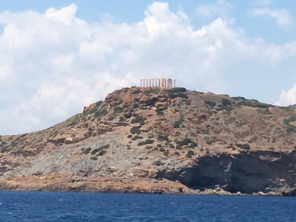 храм Посейдона ! под ним  прекрасный пляж и таверна